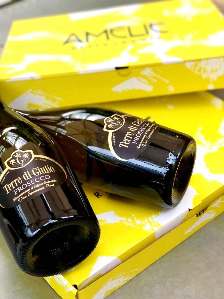 Amelie flamkuche pack boxes with a bottle of Prosecco